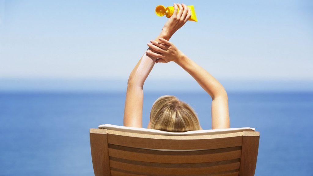 Bí quyết bảo vệ da dưới ánh nắng hè
