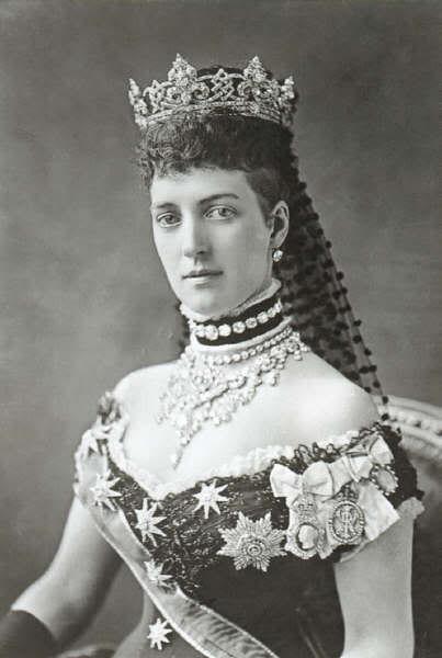 Công chúa Alexandra giúp chocker trở thành nữ rang yêu thích của phụ nữ thế kỉ 19