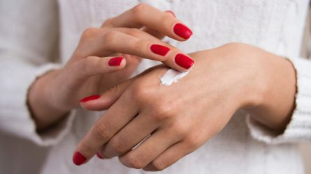 5 cách chăm sóc da tay giúp trẻ hóa đôi tay của bạn