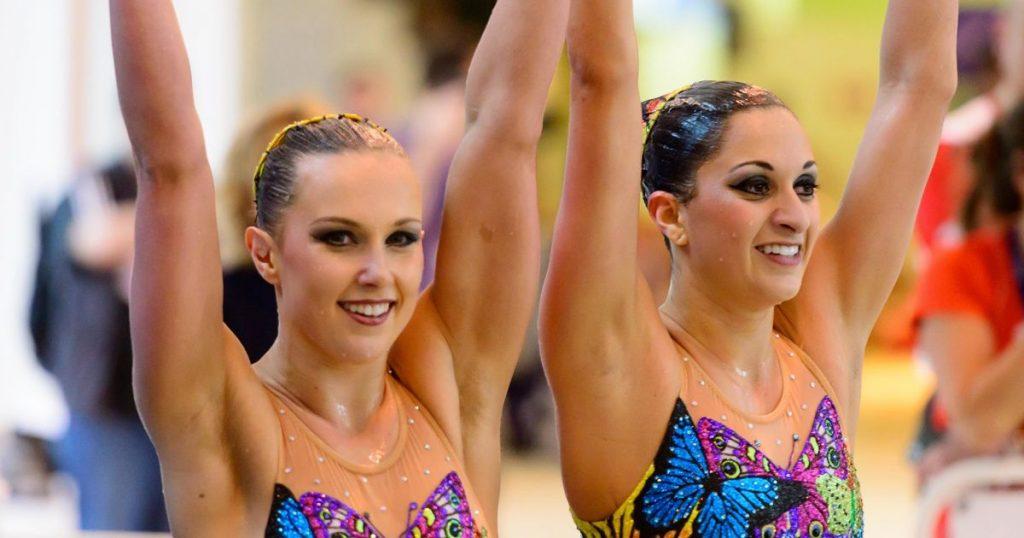 Mariya Koroleva ( trái ) vs Anita Alvarez ( phải )