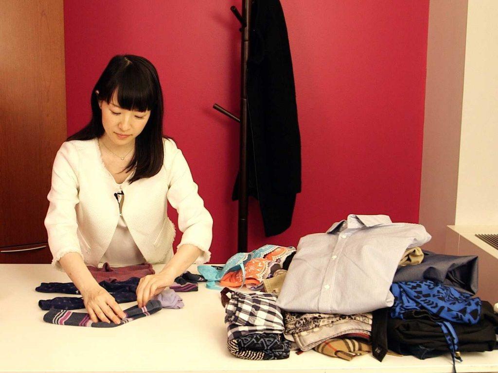 Cách gấp quần áo nổi tiếng nhanh gọn của Marie Kondo