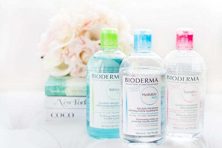 Nước tẩy trang Bioderma có nhiều kích cỡ khác nhau khá tiện lợi cho bạn gái.