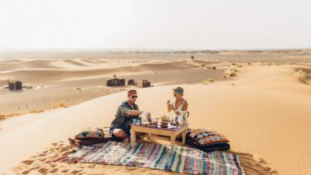 Cặp đôi blogger du lịch được trả hơn 200 triệu/hình Instagram