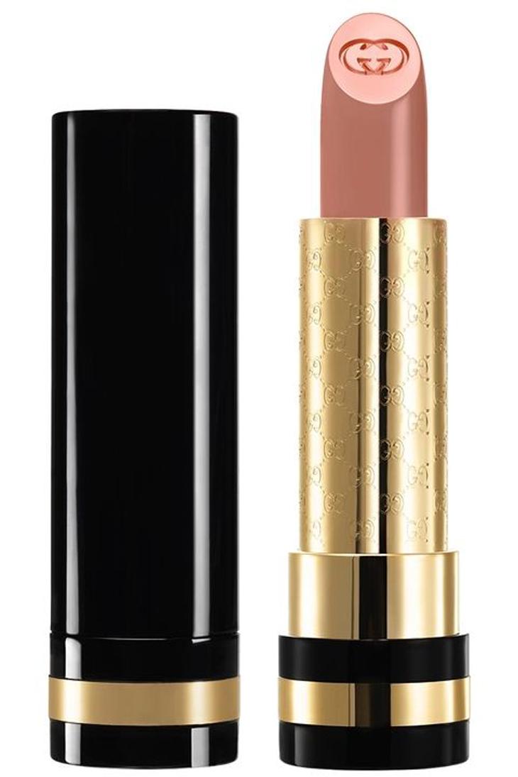 Ai có tông màu dưới da (undertone) màu hồng trông sẽ càng ấm áp với sắc nude nhạt như màu café au lait của son Gucci Moisture-Rich màu Carnation.
