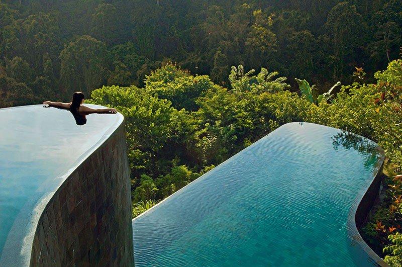 Bể bơi hai tầng tại The Ubud Hanging Gardens Hotel, Bali