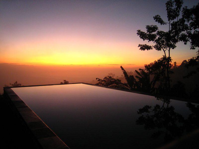 Bể bơi tại resort Munduk Moding Plantation, Indonesia