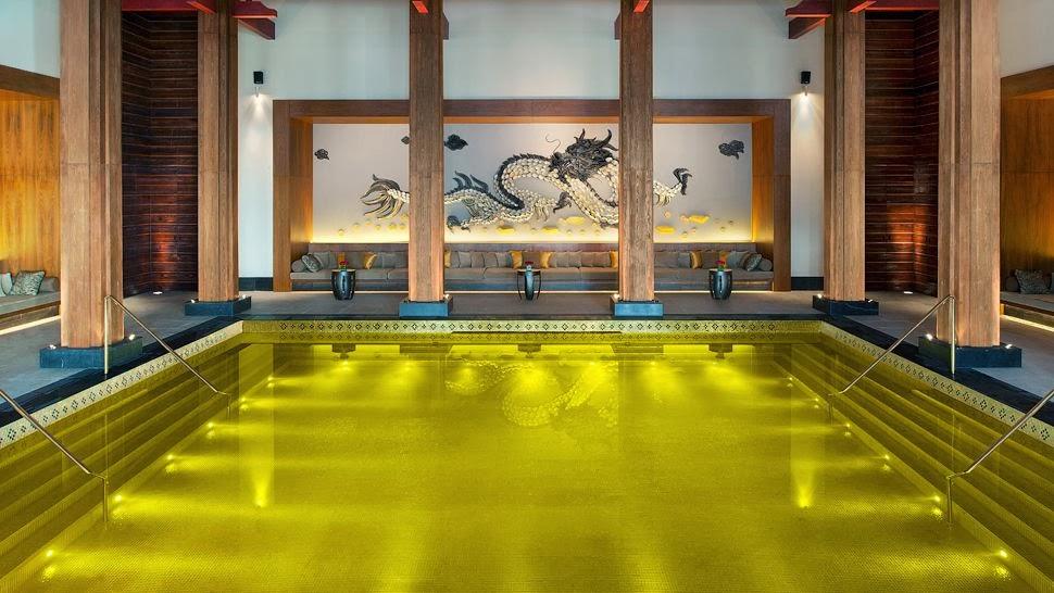 Hồ bơi vàng tại St. Regis Lhasa, Tây Tạng
