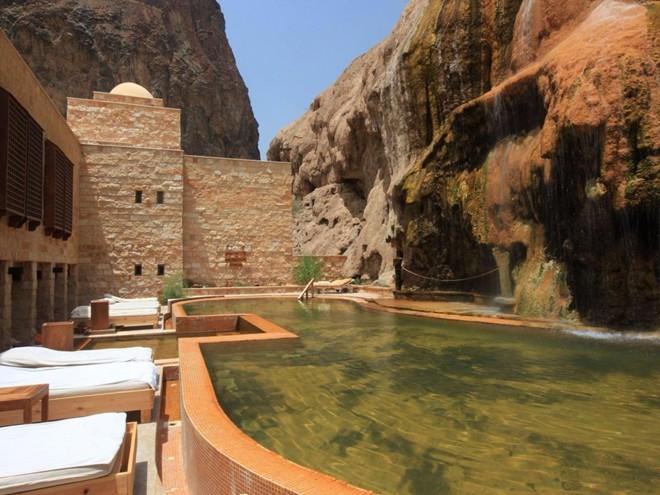 Hồ bơi thuộc khách sạn Jordan's Ma'In Hot Springs