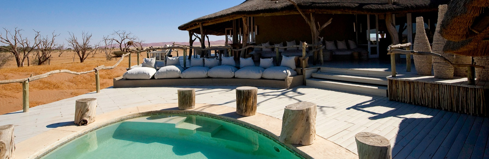 Kiến trúc của Little Kulala được thiết kế theo phong cách đậm chất sa mạc hoang dã.