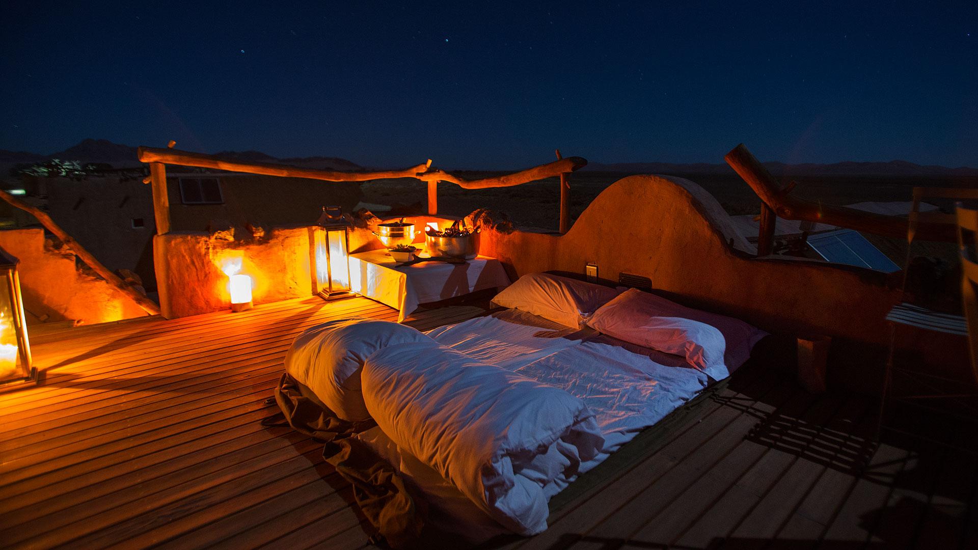 Little Kulala trang bị hẳn hoi giường ngủ trên tầng thượng để bạn có thể nằm ngắm sao trời vào ban đêm.