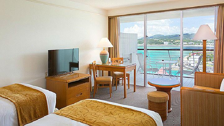 Phòng ốc của Okuma resort được xây theo cấu trúc hiện đại và phong cách châu Âu với tông màu chủ đạo là nâu và trắng.