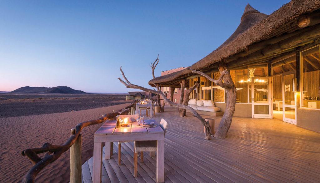 Ngay cả nhà hàng của khu nghỉ dưỡng này cũng được đặt ngoài trời nhằm tạo cho du khách cảm giác mộc mạc, hòa mình với thiên nhiên.