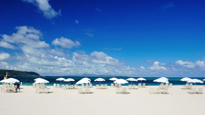 Bãi biển xanh trong và bờ cát trắng mịn đẹp mê hồn thuộc phía bắc đảo Okinawa.