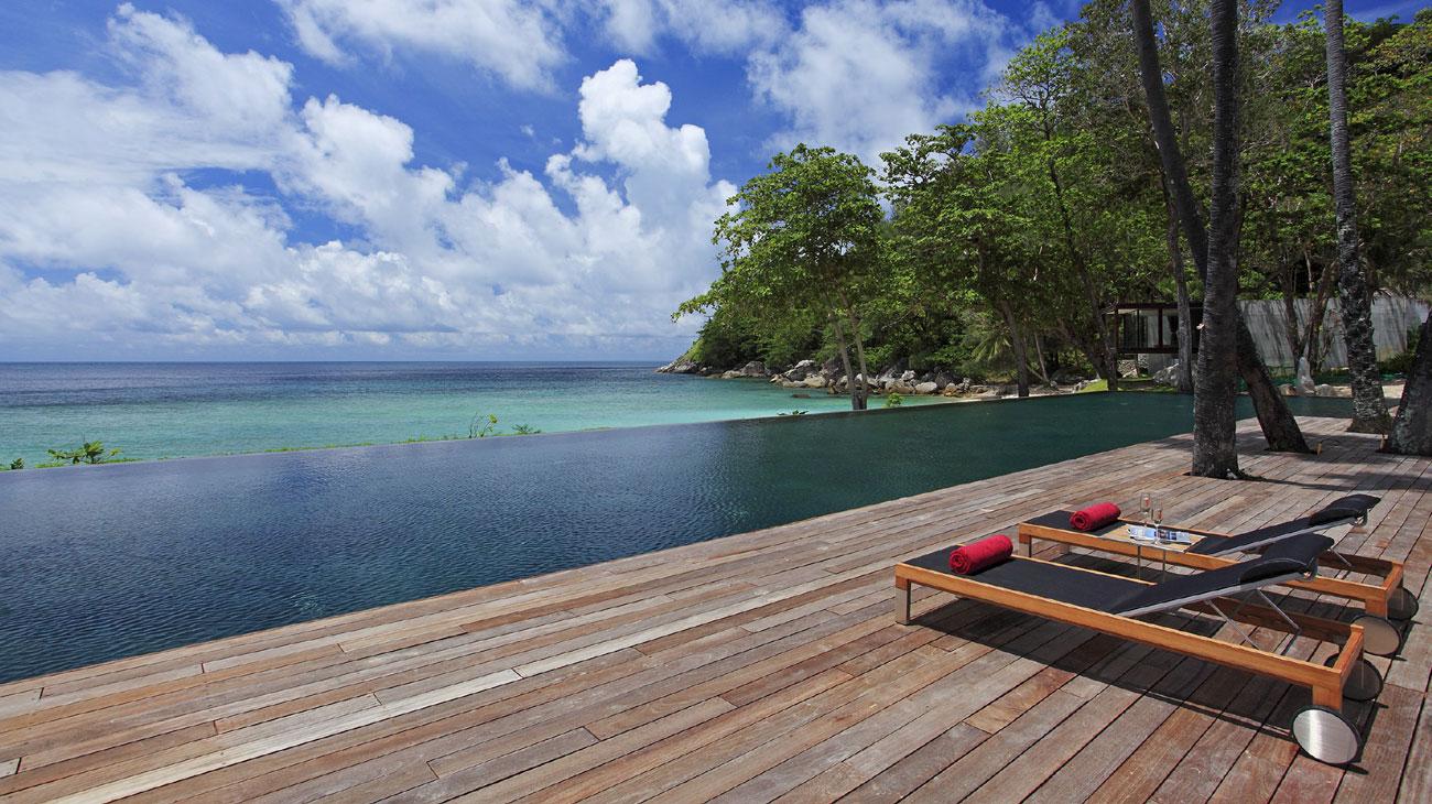Mỗi phòng có hồ bơi riêng để du khách có không gian riêng tư, thoải mái. Ngoài ra, resort cũng cung cấp các dịch vụ khác như spa, quầy bar, phòng gym, phòng xông hơi,...
