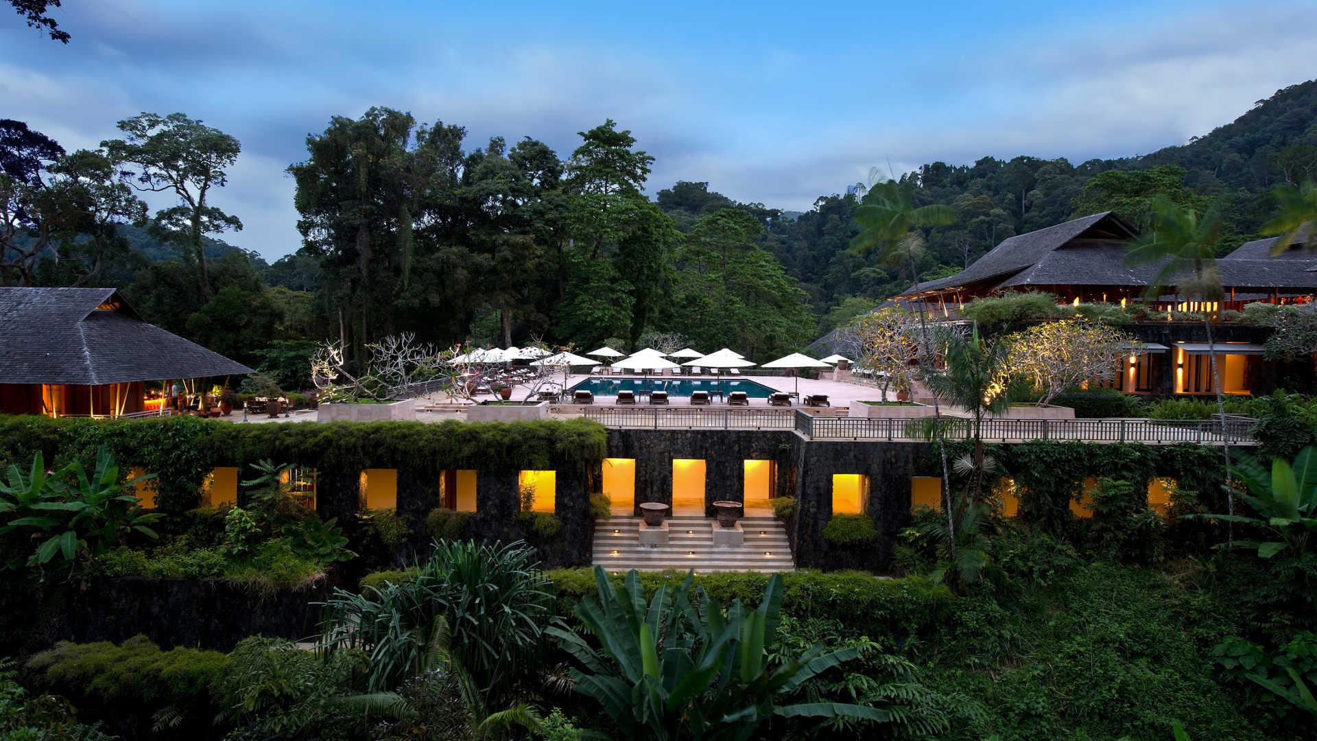 """The Datai ví như """"khu vườn bí mật"""" tách biệt hẳn với sự xô bồ của thành thị do nằm giữa rừng mưa nhiệt đới và bãi biển Andaman."""