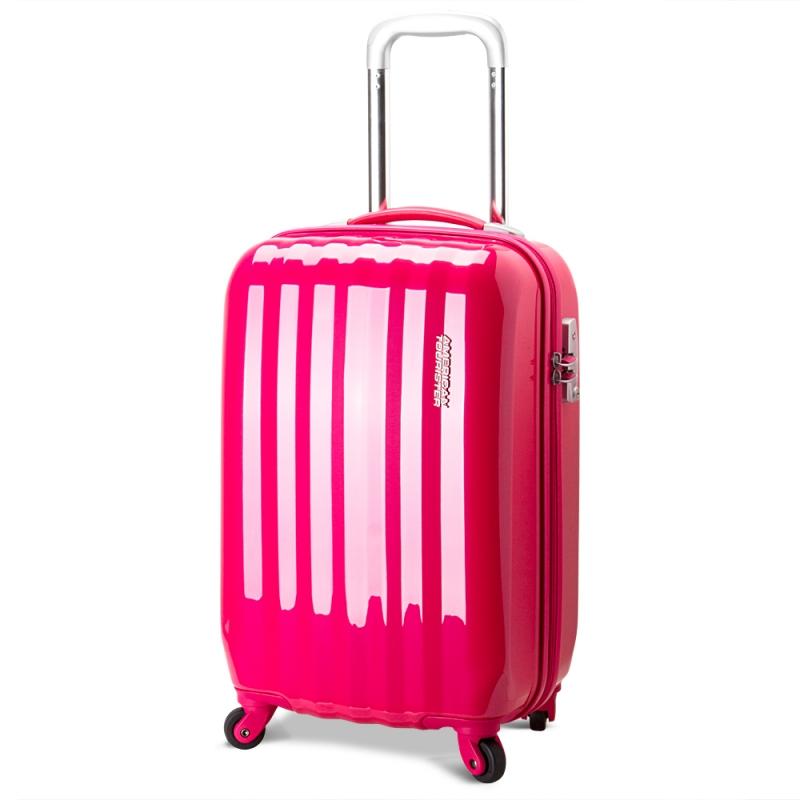 Từ khi được thành lập bởi Sol Koffler vào năm 1933, American Tourister đã được biết đến như là một trong những thương hiệu hàng đầu của Mỹ trong lĩnh vực sản xuất hàng vali, và được công nhận trong suốt thời gian qua – 77 năm. American Tourister luôn cam kết bán ra những sản phẩm đẹp, bền, chắc, phù hợp với đa số người tiêu dùng. Sau khi được Samsonite mua lại, vali American Tourister càng khẳng định vị thế của mình với những sản phẩm bền đẹp nhưng không kém phần sáng tạo, độc đáo.