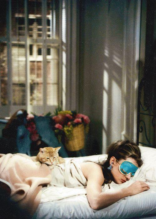 Giấc ngủ đóng vai trò quan trọng trong vẻ đẹp của da lẫn vóc dáng (Ảnh: thelist.com)