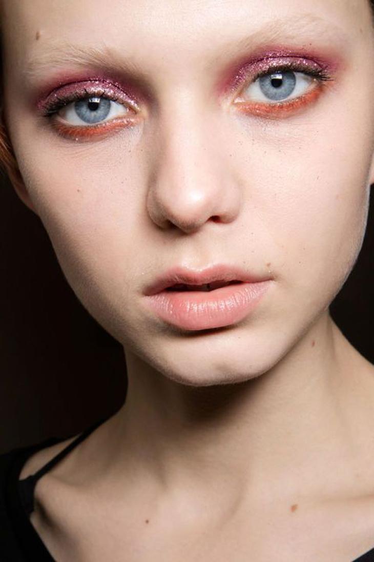 Cách trang điểm cho đôi mắt khi đeo kính sát tròng màu