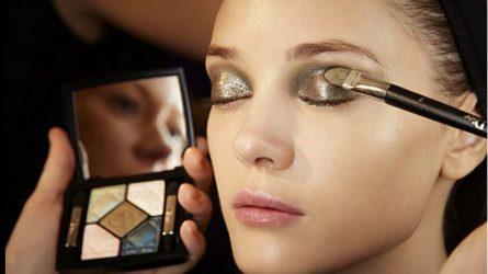Cách trang điểm cho đôi mắt khi đeo kính áp tròng màu