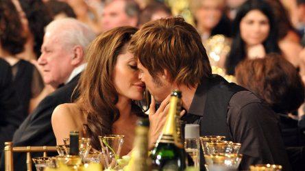 Angelina Jolie vỡ òa cảm xúc khi gặp lại Brad Pitt
