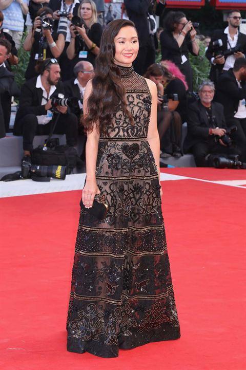 Liên hoan phim Venice 2017 mở màn với thảm đỏ động lòng người