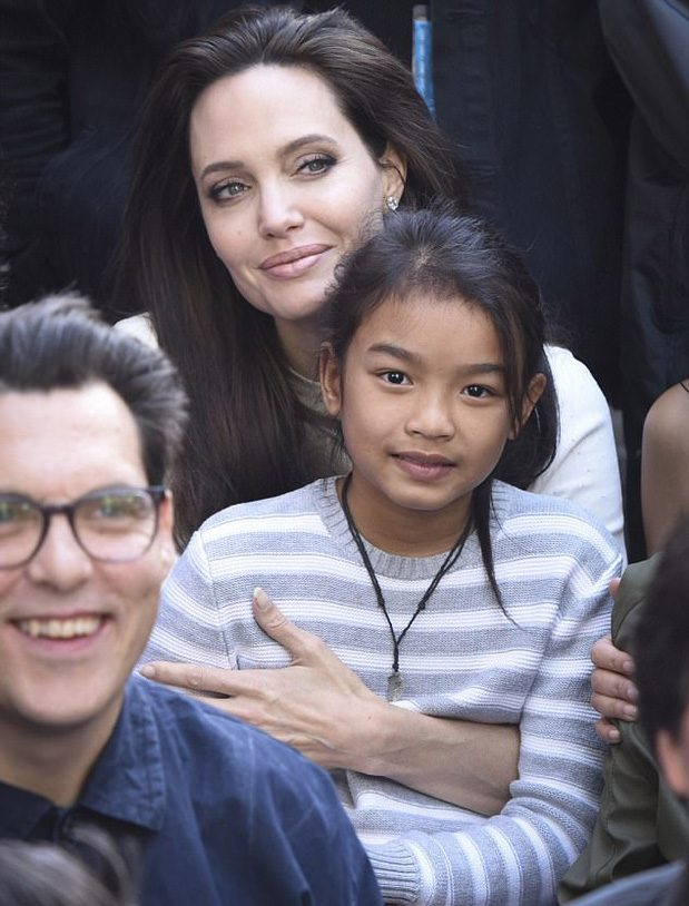 Angelina Jolie xác nhận quay lại trở lại màn ảnh với Maleficent 2