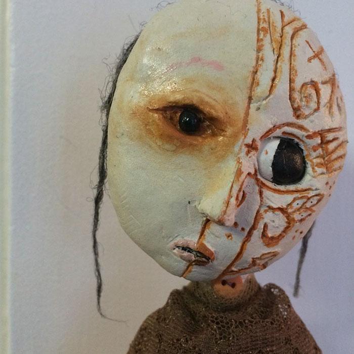 Hình ảnh các tác phẩm có phần u ám và creepy của cậu bé với những ý nghĩ rất riêng