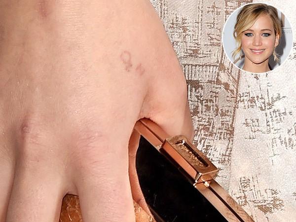 Jennifer Lawrence đã từng hối hận khi chưa kiểm tra kỹ chính tả trước khi xăm