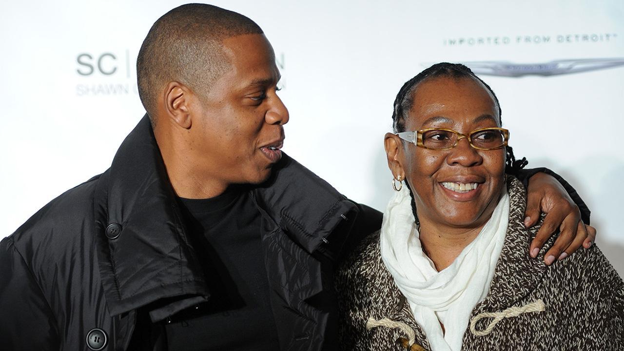 Phản ứng của Jay-Z khi mẹ công khai là người đồng tính