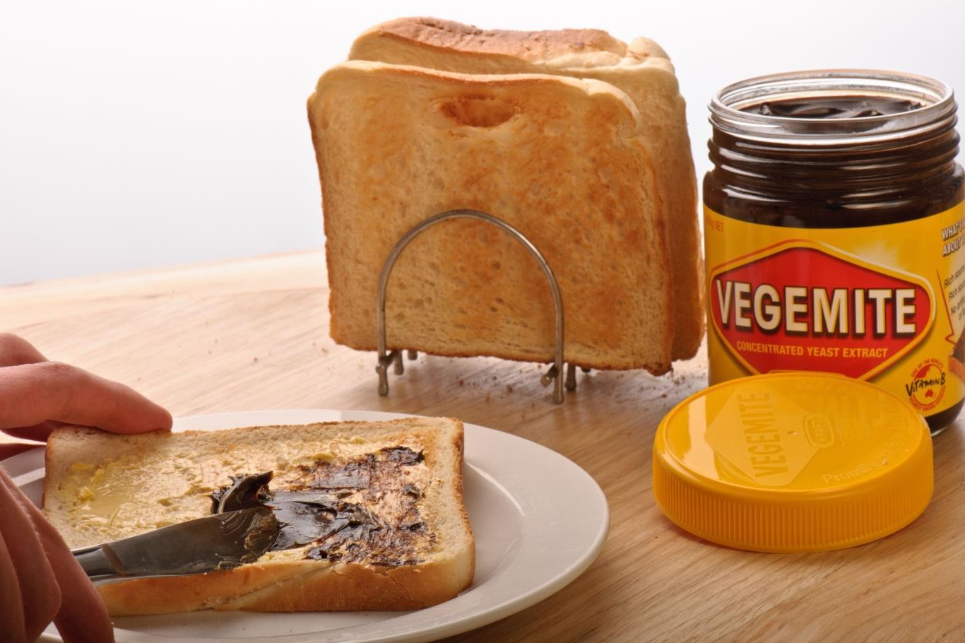 Bánh mì nướng bơ với sốt Marmite, Anh