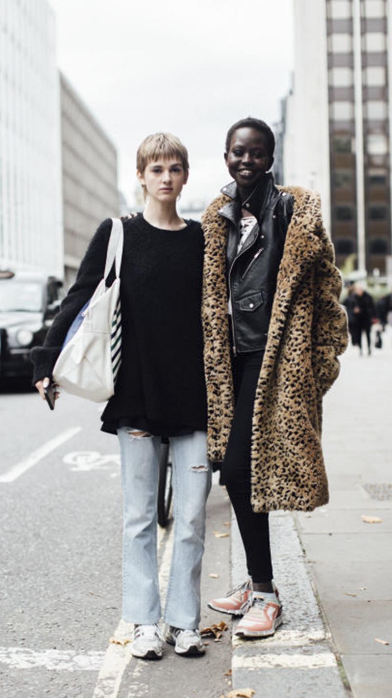 Biểu tình tại show của Burberry tại tuần lễ thời trang London Fashion Week 2018