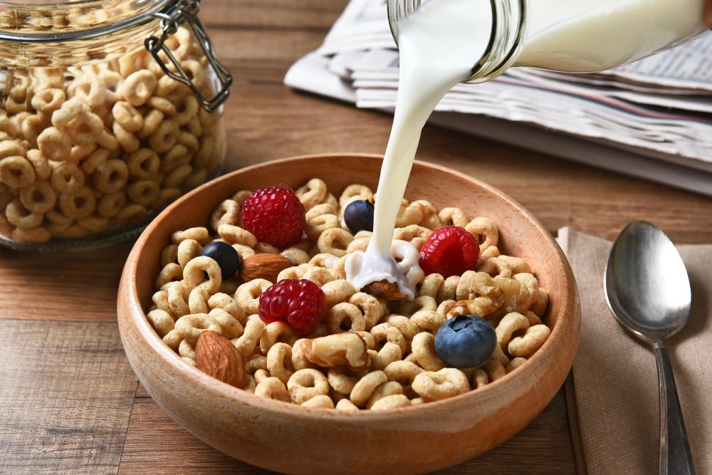 Ngũ cốc cũng là một món ăn sáng tiện lợi, tuy nhiên, lượng calo mà bạn tiêu thụ từ món ăn này cũng vô cùng đáng báo động