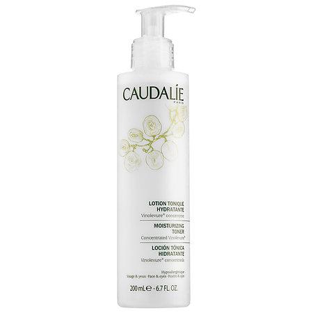 Dưỡng ẩm là bước chăm sóc da vô cùng quan trọng vì chúng đảm bảo cho làn da của bạn luôn ngậm đủ nước, thúc đẩy quá trình tái tạo tế bào mới.