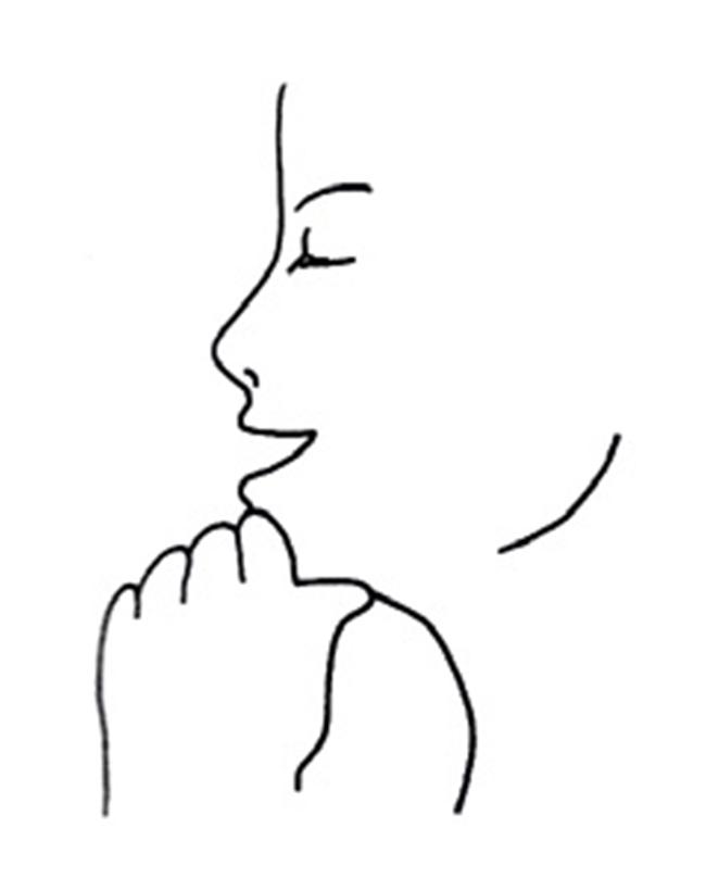 Nâng cơ mặt bằng lực của nắm tay và hơi mỉm cười là một bài tập khá đơn giản mà bạn gái nào cũng có thể thực hiện