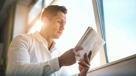 Những người nổi tiếng có thói quen đọc sách như thế nào?