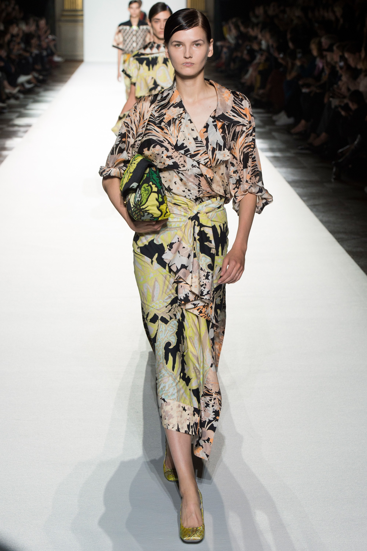 Paris Fashion Week: Muôn màu tích cực trong bst Xuân 2018 của Dries Van Noten