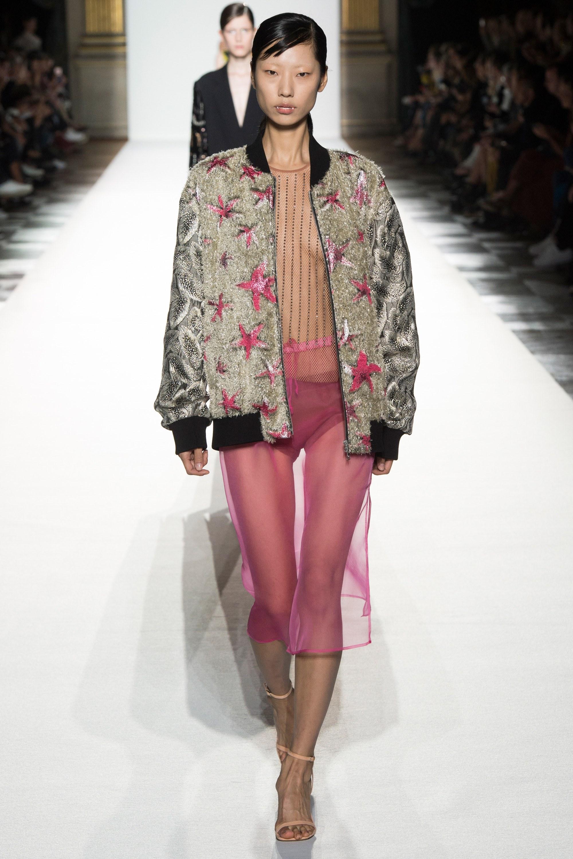 Paris Fashion Week: Muôn màu tích cực trong bst Xuân 2018 của Dries Van NotenParis Fashion Week: Muôn màu tích cực trong bst Xuân 2018 của Dries Van Noten