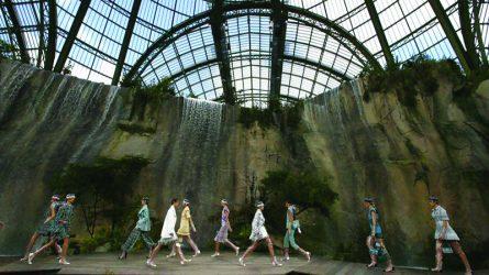 Paris Fashion Week Xuân-Hè 2018: Khi ông lớn Chanel đặt cái tôi đúng chỗ