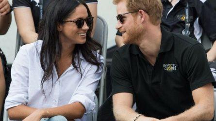Tại sao Hoàng tử Harry được phép thể hiện tình cảm với bạn gái nhưng Hoàng tử William thì không?