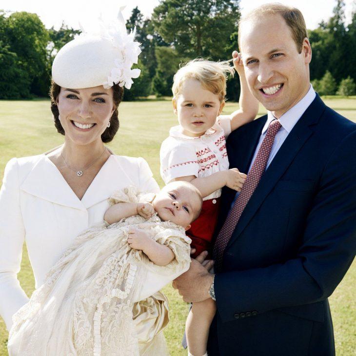 Lí do Hoàng tử Harry được phép thể hiện tình cảm với bạn gái, nhưng Hoàng tử William thì không - ELLE Việt Nam