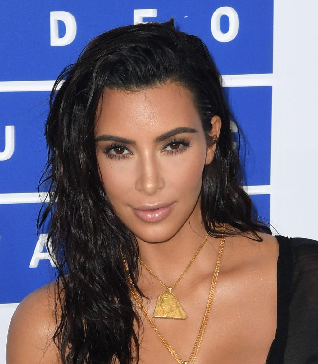 Học hỏi bí kiếp trang điểm ấn tượng của Kim Kardashian