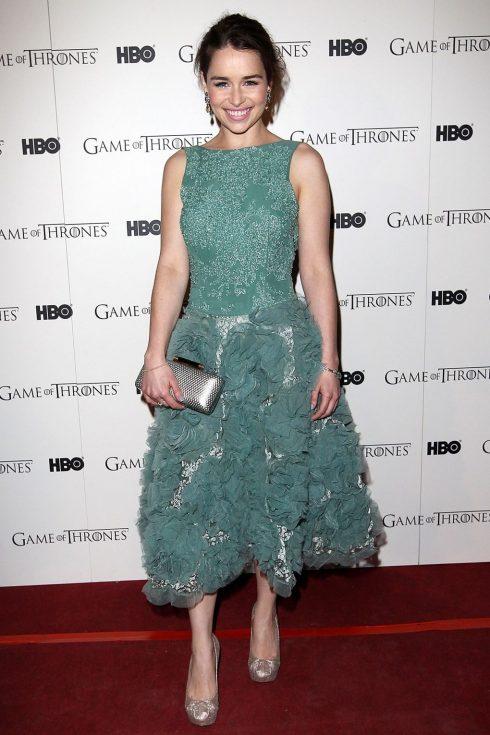 Phong cách thời trang của Mẹ Rồng Emilia Clarke