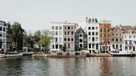 Du lịch Amsterdam, những chiếc giỏ xe chở đầy trải nghiệm