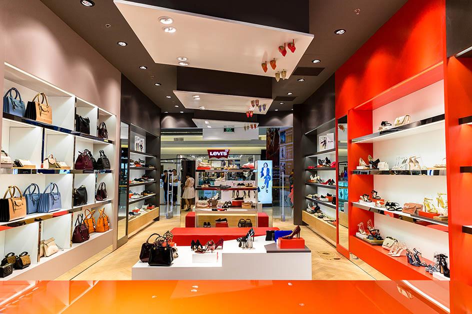 không gian cửa hàng dune london