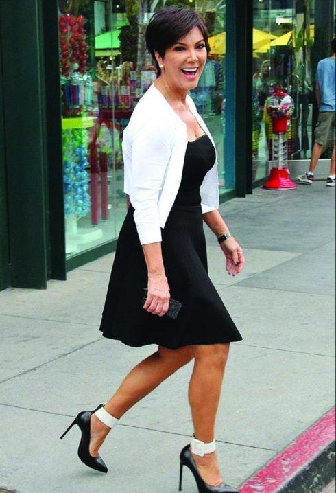 Bí kiếp mặc đẹp khi qua tuổi 50 của Kris Jenner