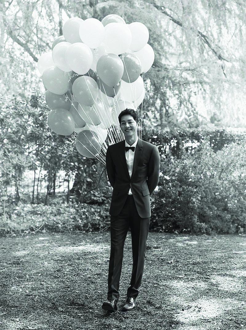 Xuýt xoa với quá trình làm nên chiếc đầm cưới Dior của Song Hye KyoXuýt xoa với quá trình làm nên chiếc đầm cưới Dior của Song Hye Kyo