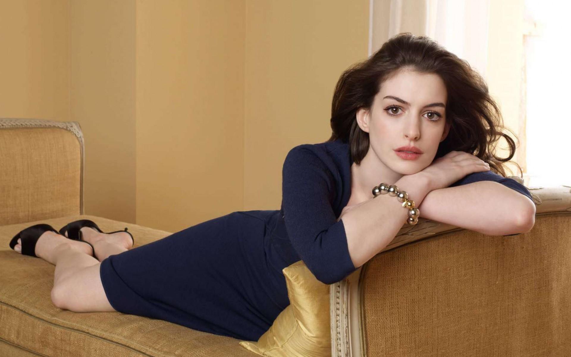 ELLE Beauty Calendar: Cảm hứng trang điểm cùng nữ diễn viên Anne Hathaway (13/11 - 19/11)