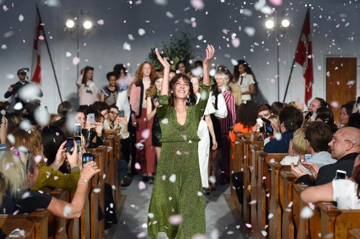Đã đến lúc gọi Alexa Chung là nhà thiết kế thời trang?