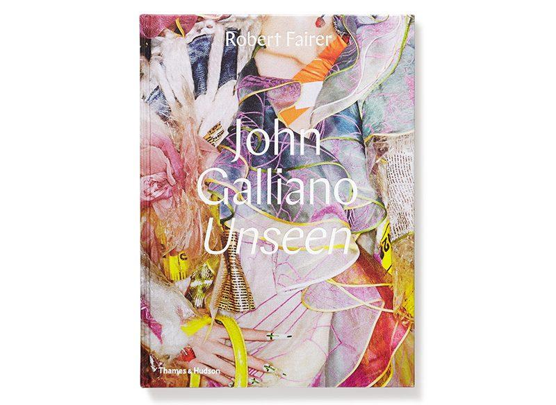 Vén màn hậu trường các show diễn chưa từng được công bố của NTK John GallianoVén màn hậu trường các show diễn chưa từng được công bố của NTK John Galliano