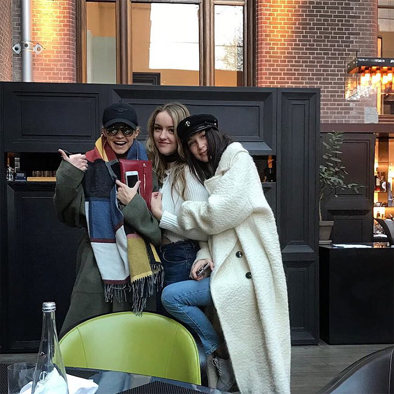 Sau Gigi và Bella Hadid, cô em gái 18 tuổi của cả 2 cũng bắt đầu sự nghiệp người mẫu
